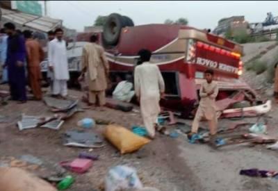 خانیوال کے قریب موٹر سائیکل سوار کو بچاتے ہوئے بس الٹ گئی، 7 مسافر جاں بحق، 35 زخمی