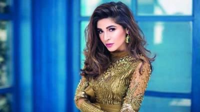 عائشہ عمر کراچی میں ہونے والی غیر اعلانیہ لوڈ شیڈنگ کے خلاف پھٹ پڑیں