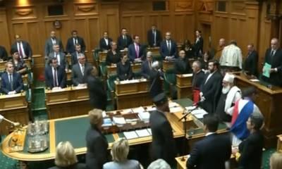 تین ماہ بعد پھر کورونا کیس، نیوزی لینڈ میں پارلیمنٹ تحلیل کرنے کا فیصلہ مؤخر