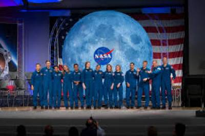 ناسا نے چاند پر پہلی خاتون بھیجنے کا اعلان کر دیا
