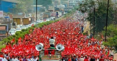 بھارتی کسانوں کا احتجاج، سڑکیں اور ریل پٹریاں بلاک کر دیں