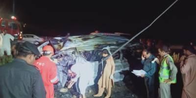 کراچی، سپر ہائی وے پر مسافر وین میں آتشزدگی، 13 مسافر جاں بحق