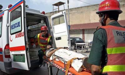 پیر محل انٹر چینج کے قریب موٹروے پر مسافر بس ٹرالر سے ٹکرا گئی،20سے زائد زخمی