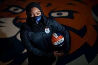 امریکی انتہا پسندی،15سالہ لڑکی کو حجاب پہننے پر کھیلنے سے روک دیا گیا