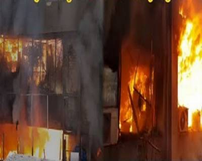 حفیظ سینٹر میں لگی آگ پر قابو پانا مشکل، بجھنے کے بجائے اور پھیلنے لگی
