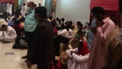 شیخ زید انٹرنیشنل ائیرپورٹ پر پھنسے پاکستانیوں کی مشکلات کم نہ ہوئیں