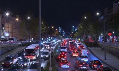 700 km long queue for citizens to exit Paris