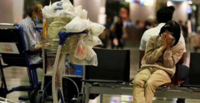 ایئرپورٹ پر 8 سال تک رہنے والی خاتون اپنے گھر منتقل